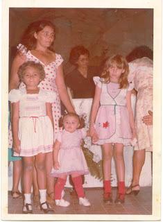 A mãe, eu, Aurilene e Marcilene.