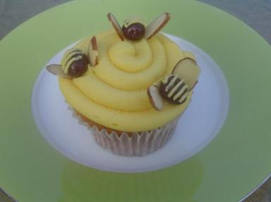 [Bumble_Bee_Cupcake_Mod2-384x287.jpg]