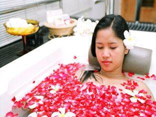 Thailand bangkok nightlife nightclub massage escort girls for Escort girl salon