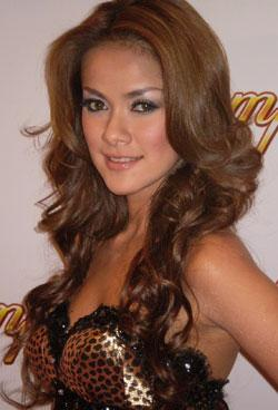 Olla Ramlan on Olla Ramlan Sexy Presenter Host Dahsyat   Indonesian Language   Zimbio