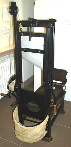 external image quien-invento-guillotina.JPG