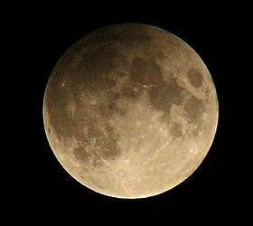 http://2.bp.blogspot.com/_QPCjk4z-6Gs/SZVGb5e7IAI/AAAAAAAAAcY/4Dd6nlnwH3w/s400/280px-Penumbral_lunar_eclipse_Feb_9_2009_NavneethC.jpg
