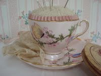[Deb's+teacup+pincushion]