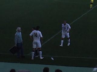 Momento da subtituição de Edinho por Bruno, Edinho sairia quiexando-se de dor na perna.