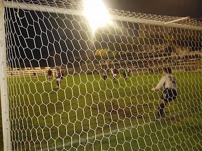 Momento do 1º golo, na marcação de uma grande penalidade
