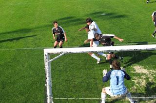 Lance que resultaria em golo do Farense mas seria invalidado por suposto fora-de-jogo, assinalado pelo árbitro auxiliar .