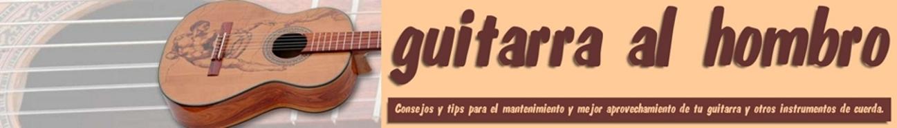 guitarra al hombro