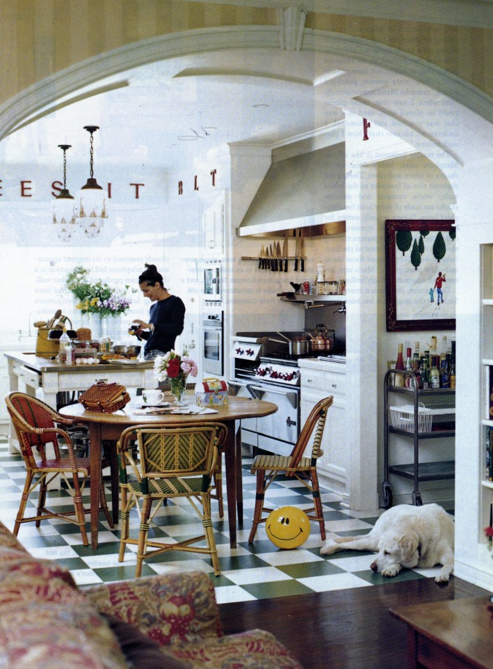Life outside the bubble french bistro kitchen for Cafe style kitchen ideas