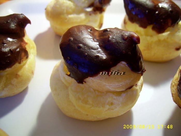 Choux-uri cu crema de vanilie