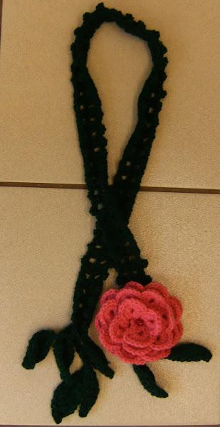 Cachecol em lã - flor rosa