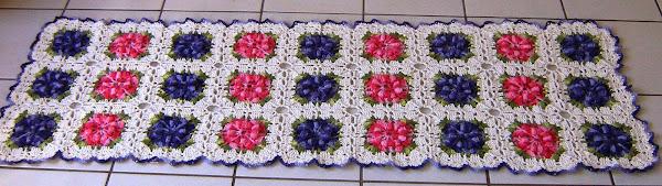 Tapete Flor Pipoca - Barbante crú nº 6; barbantes barroco nas cores rosa, lilás e verde