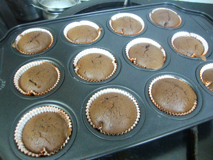 : Eggless Chocolate Cupcakes with Chocolate Frosting | Microwave ...