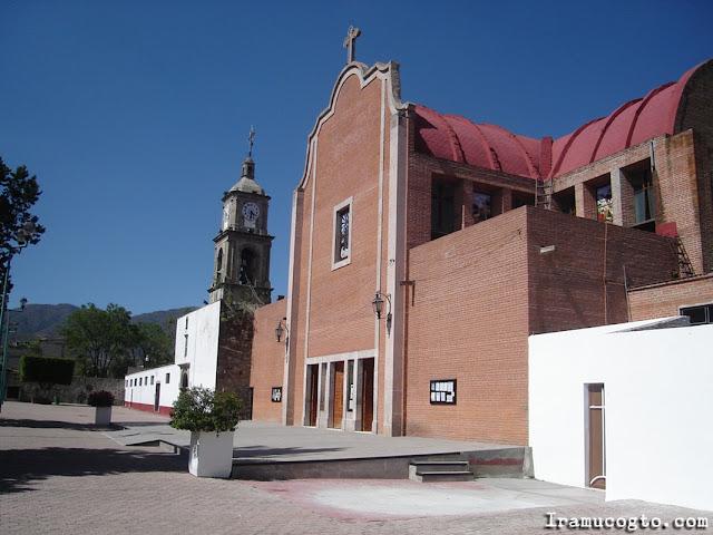 Fachada de la Iglesia San Jeronimo de Iramuco, Gto