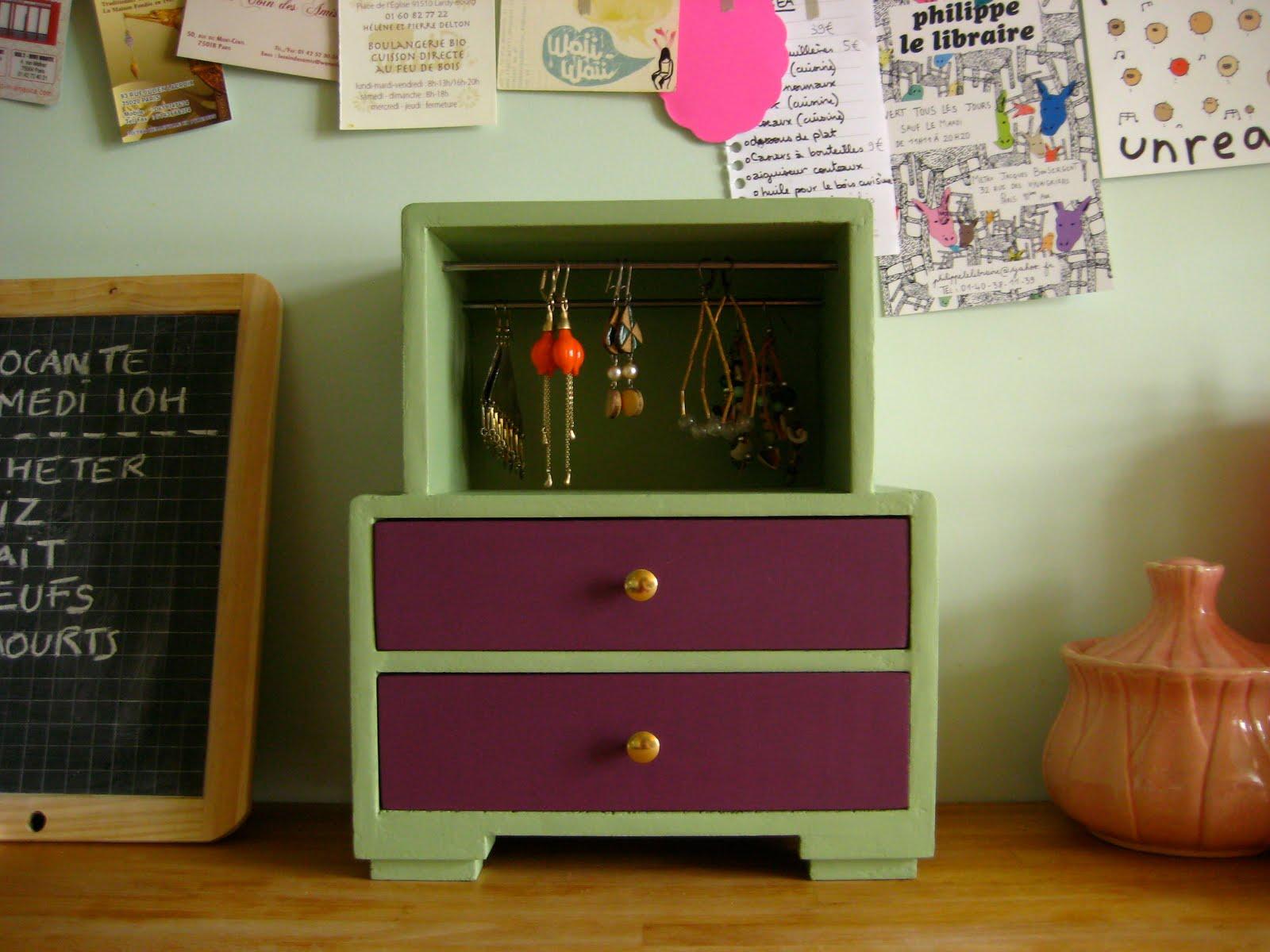 mini meuble petit mini meuble violet et vert amande. Black Bedroom Furniture Sets. Home Design Ideas