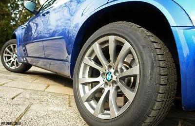 trocando a roda do seu carro