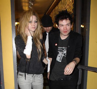 avril lavigne deryck whibley. Lavigne and Whibley were seen
