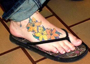 Lily flower tattoo–Femininity personified: Tattoos and Tattoo Pictures 88221