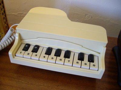[piano+phone]
