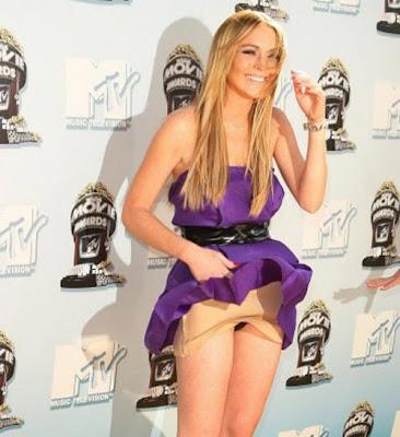 Stars and Wanna-be's!: Lindsey Lohan Upskirt No Panties Full Bush!