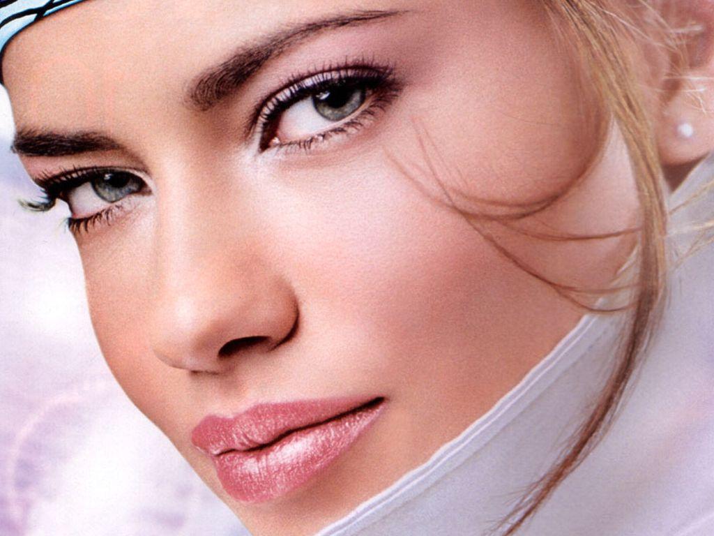 http://2.bp.blogspot.com/_Q_MQFtopsfY/SAsPY5_pu3I/AAAAAAAAB9w/78nM2WeT1_8/s1600/Fullwalls.blogspot.com_Adriana_Lima%252B(32).jpg