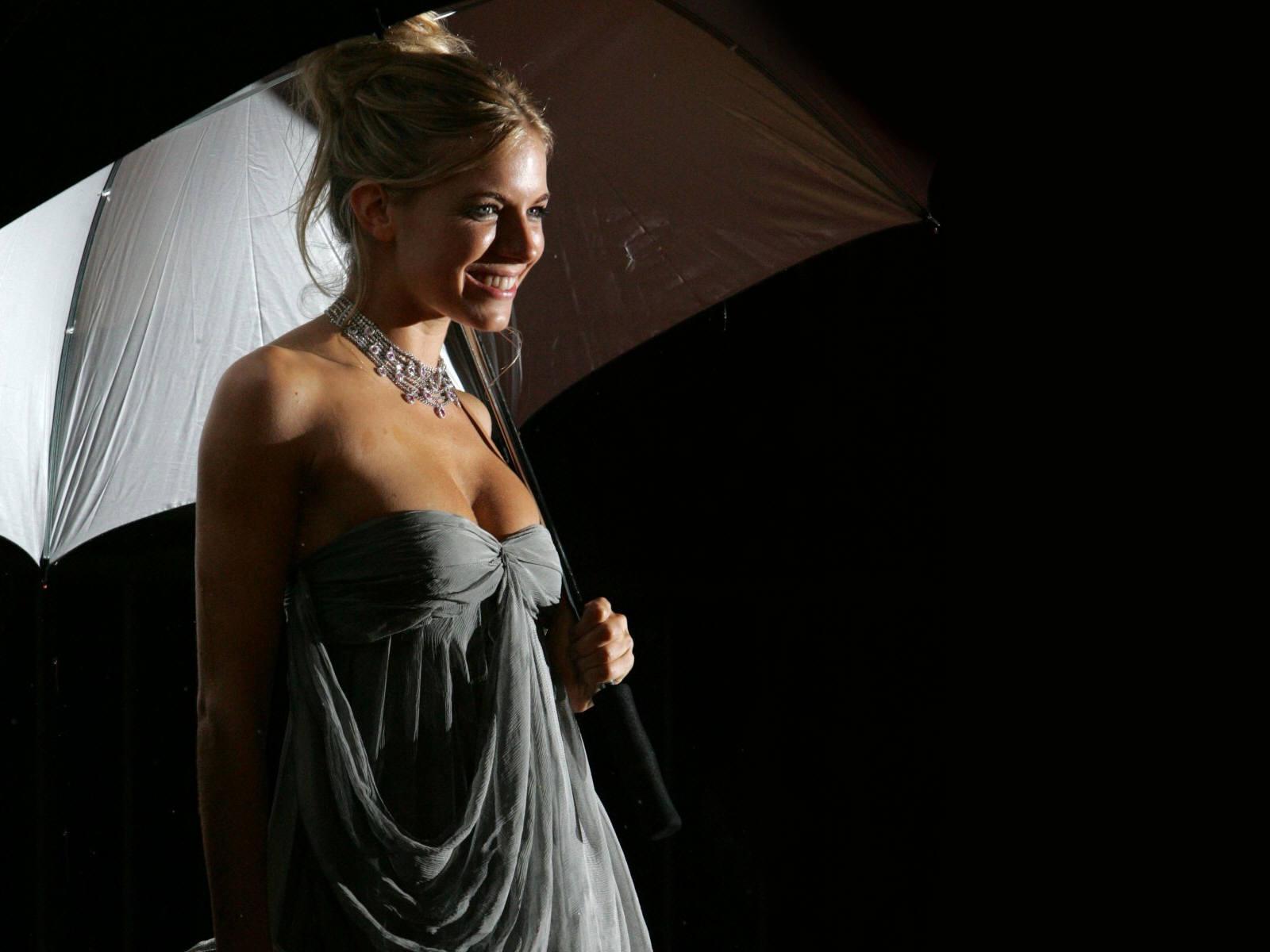 http://2.bp.blogspot.com/_Q_MQFtopsfY/SHirE8VY7fI/AAAAAAAADdc/4wZ_kv7w9zI/s1600/Fullwalls.blogspot.com_Sienna_Miller%2833%29.jpg