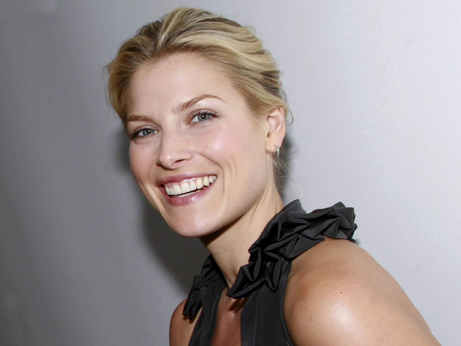ali larter flash