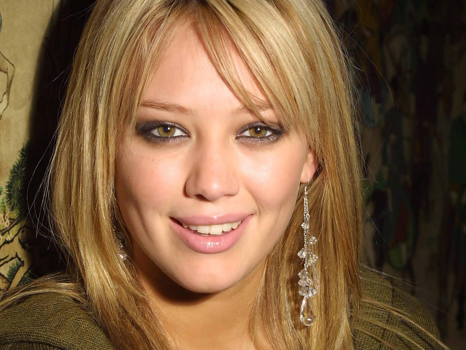 http://2.bp.blogspot.com/_Q_MQFtopsfY/SN87-Ic0doI/AAAAAAAAImk/8ebxQxgtUl8/s1600/Fullwalls.blogspot.com_Hilary_Duff_213.jpg