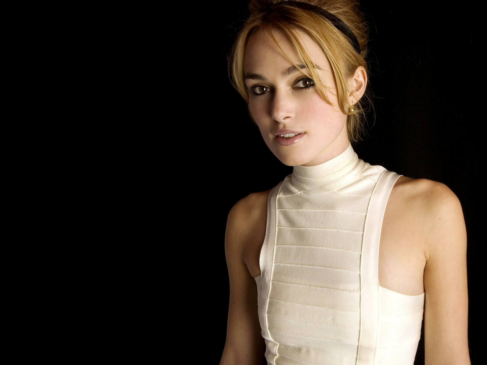 Keira Knightley Romance Hairstyles Pictures, Long Hairstyle 2013, Hairstyle 2013, New Long Hairstyle 2013, Celebrity Long Romance Hairstyles 2067