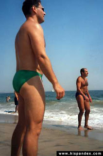 Hombres en bikini