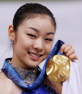 Kim Yuna con la medalla de oro lograda en Vancouver
