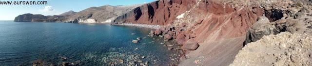 Panorámica de la playa roja de Santorini