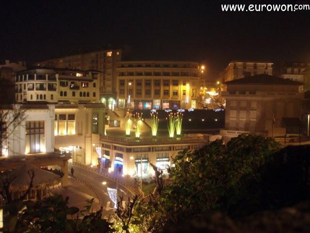 Vista nocturna de Biarritz