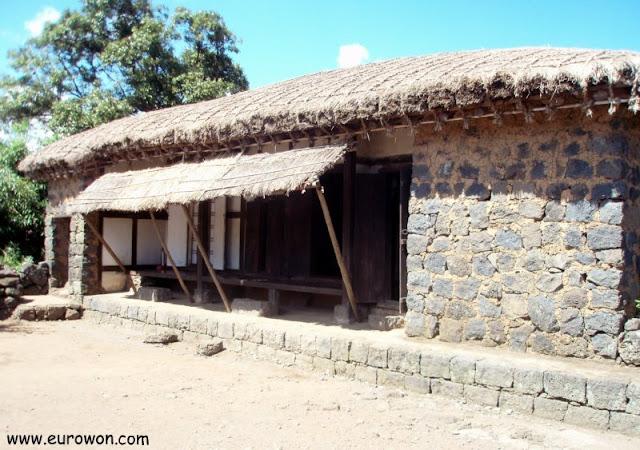 Casa tradicional coreana de la isla Jeju