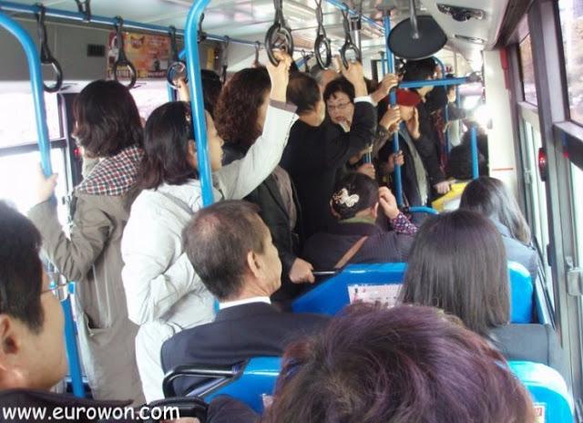 Autobús de Daegu lleno de coreanos