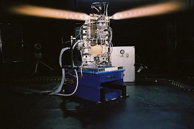 Prueba en banco de un sistema de control de actitud con cohetes de propulsión química