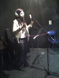 En el estudio de grabacion.