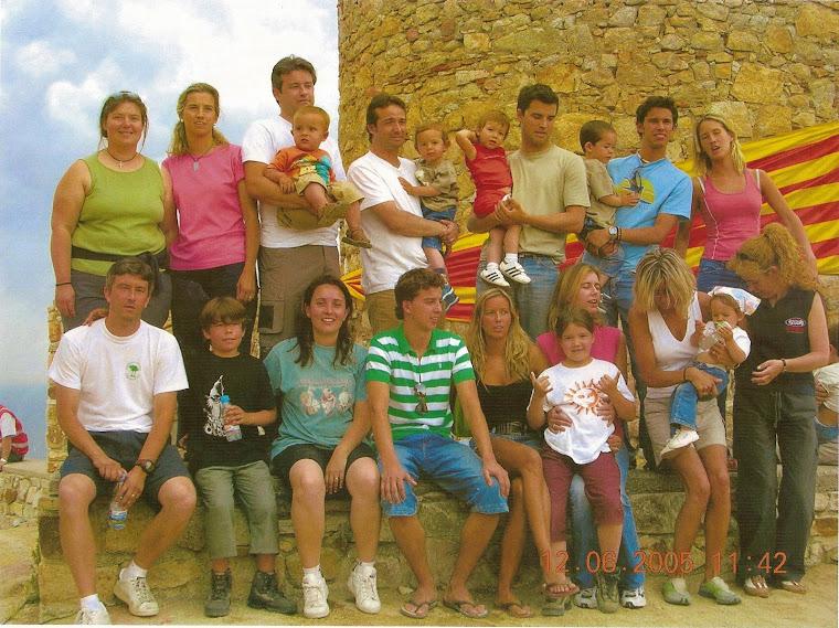 2005. Els 10 germans Farell i Garrigós al Castell de Burriac