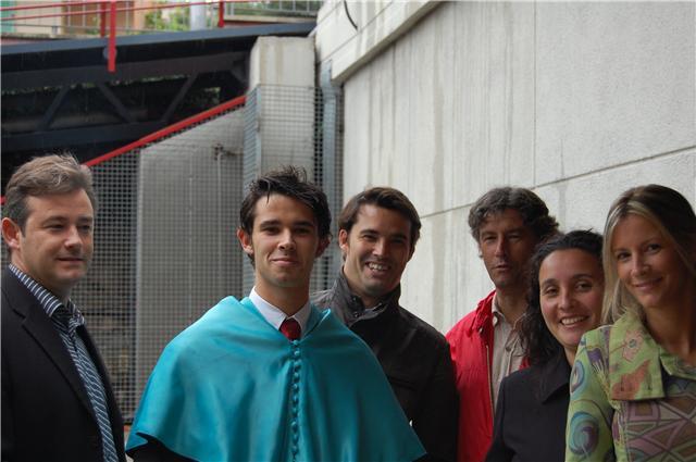 2008. Moments abans de la graduació, amb alguns dels germans.
