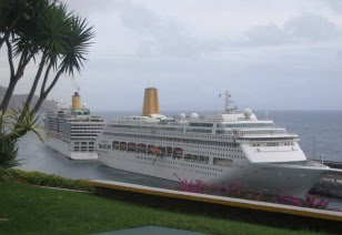 ORIANA and ARCADIA of 2005 meet in Funchal