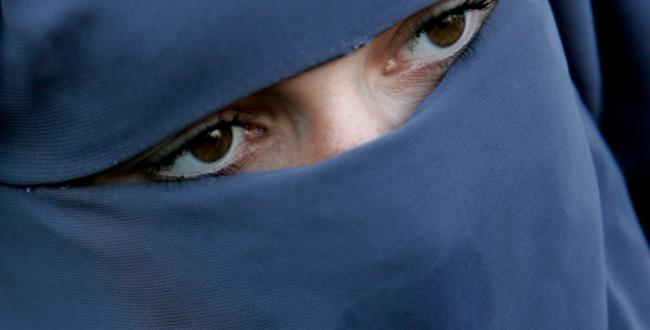 [burqa_Swiss+ban+on+headscarves+overruled.jpg]