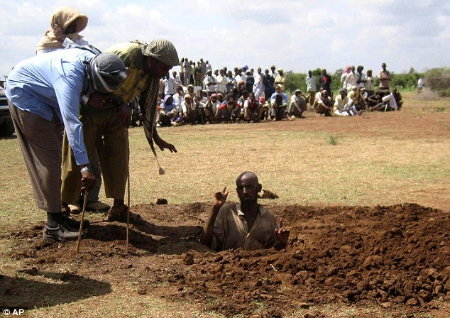 [Mohamed+Ibrahim+appeals+to+Islamic+militants+not+to+carry+out+the+execution+as+he+is+buried+in+the+ground+as+his+villagers+are+forced+to+watch.jpg]