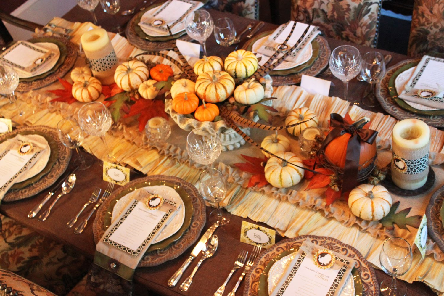 Amanda 39 s parties to go tutorial thanksgiving burlap for Pictures of fall table decorations