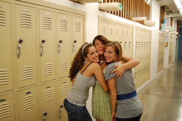 [hallway+girls]