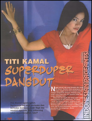 Titi Kamal baju merah