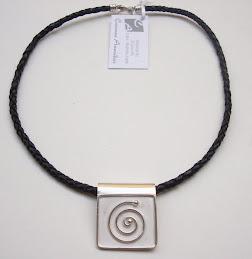 Collar Símbolo Espiral