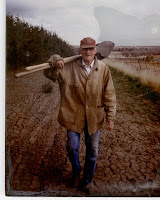 http://2.bp.blogspot.com/_Qm2M81VKS-s/SaXZIEFimhI/AAAAAAAADpE/n1WSzXG7RPw/s400/Grandpa_Bud_with_Shovel.jpg