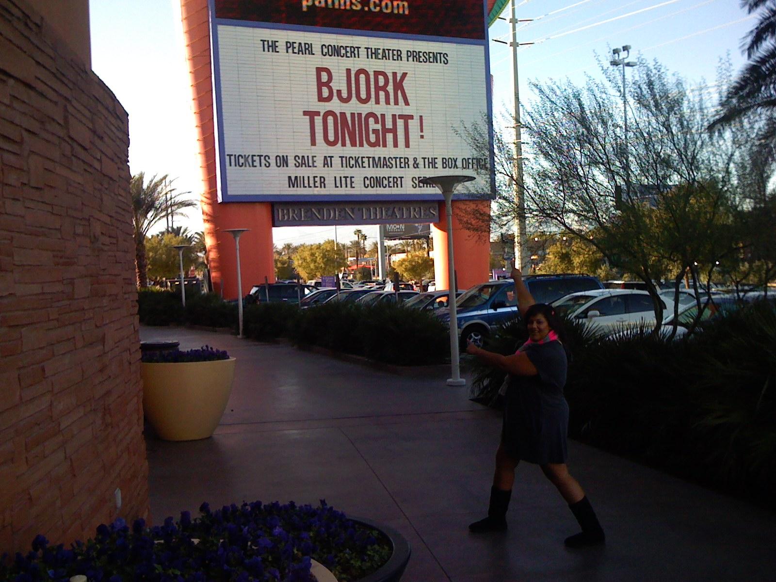 http://2.bp.blogspot.com/_Qn90qvGVEGM/TNSBYnBg9UI/AAAAAAAAGUo/NgxFOnaY4SE/s1600/Bjork+Las+Vegas+2007+(5).JPG