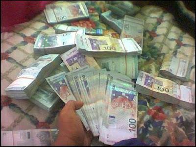 http://2.bp.blogspot.com/_QnE7nNJFpsQ/Sj82qQiHirI/AAAAAAAAAjw/cCpazkpr7Gw/s400/duit_banyak_giler.jpg