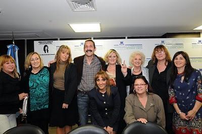 http://2.bp.blogspot.com/_Qo18luynrGQ/TH0sPz0XEsI/AAAAAAAADJ4/6OiNtA7PPEU/s400/Mirta-Loby-Marisa-Gaby-Instituc-Estela-carlotto-HCDP-.JPG