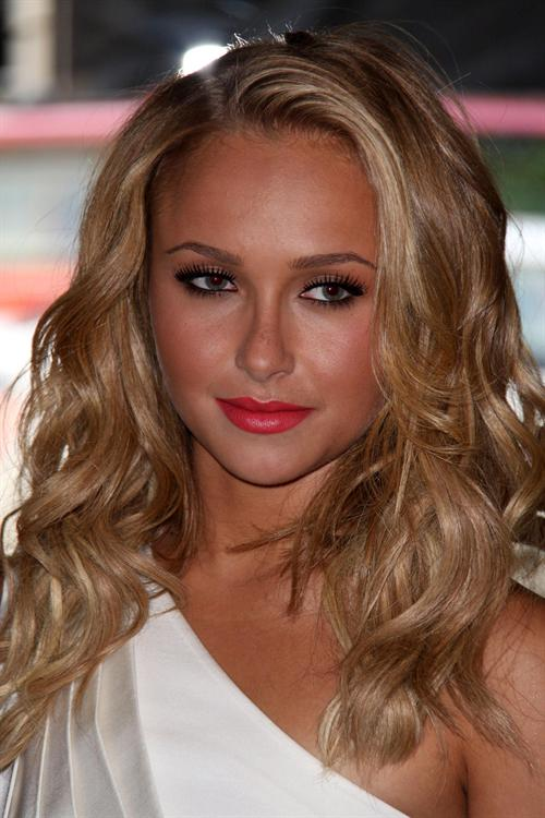 out hayden panettiere was